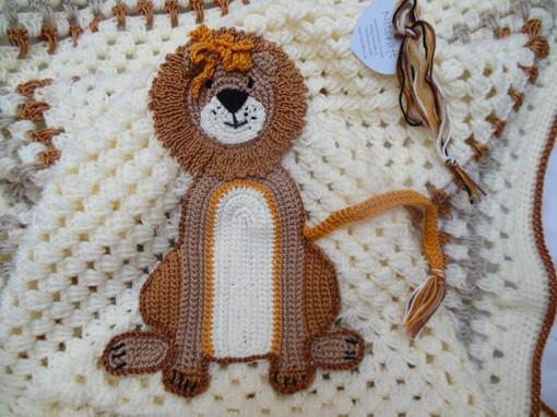 lion-crochet-baby-blanket