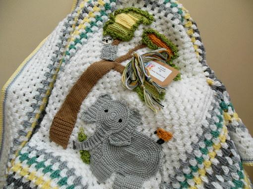 elephant-crochet-baby-blanket-elephan-themed-nursery