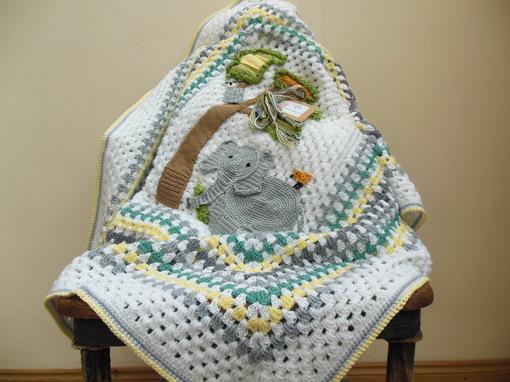 elephant-crochet-baby-blanket-elephant-themed-nursery