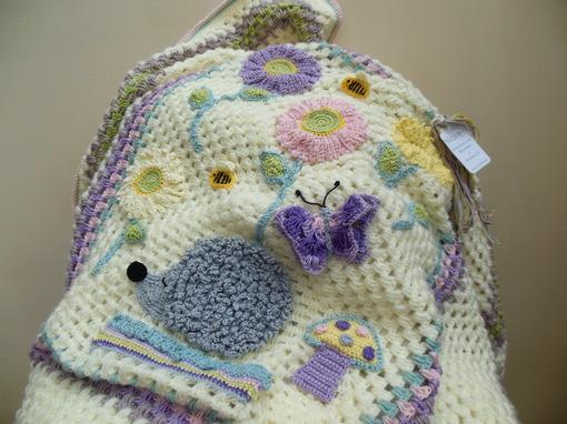 handmade-baby-blanket-with-hedgehog-flowers-and-bee-design