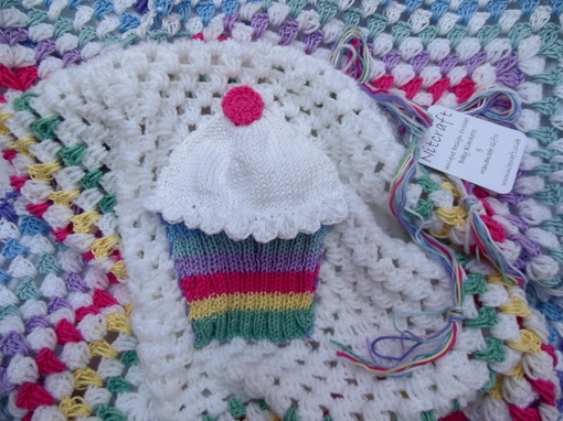 crochet-baby-blanket-cupcake-nursery-bedding